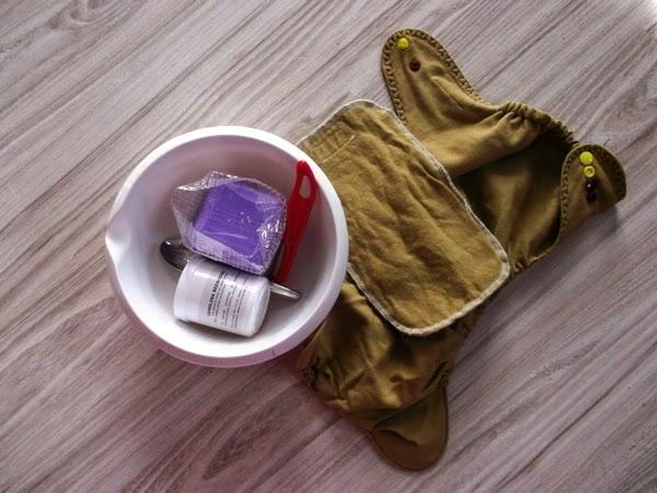 Domowa kuracja lanolinowa - lanolina, olejek lawendowy i mydło marsylskie