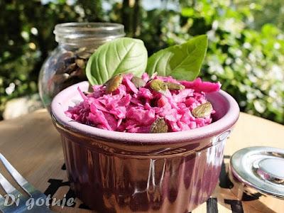 Surówka z czerwonej kapusty (z jabłkiem, pestkami dyni i olejem rydzowym) + rady