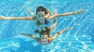 Tiga Manfaat Ajaib Saat Berenang Di Air Laut
