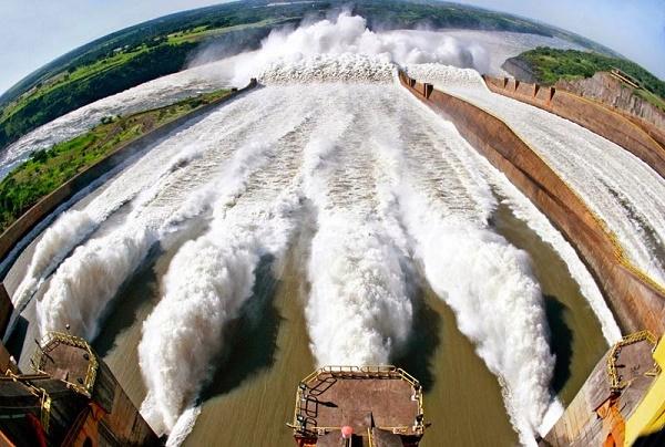 Foto vista superior usina de Itaipu Brasil-Paraguai