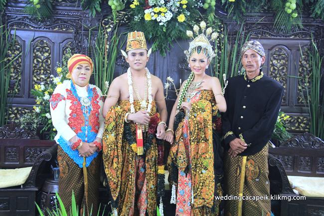 Foto Liputan Pernikahan Chaca & Peik [ 11 -  Sesi Foto Keluarga & Kerabat ] - Foto Oleh : Klikmg Fotografer Wedding Purwokerto