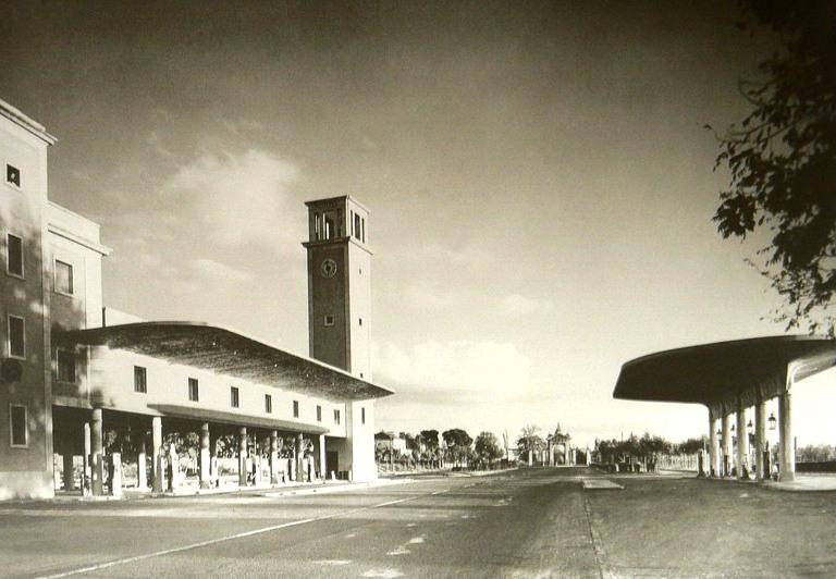 Pasi n por madrid la antigua gasolinera de puerta de hierro for Piscina puerta de hierro