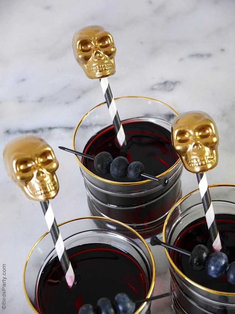 DIY Halloween Skulls Drinks Stirrers - an quick and easy craft project to make for Halloween parties! perfect for last-minute decorations! by BirdsParty.com @birdsparty