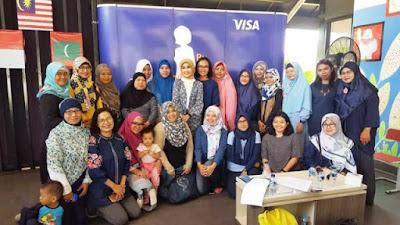 foto bersama prita ghozie nurul sufitri visa ibu berbagi bijak kumpulan emak blogger cara mengelola keuangan rumah tangga dan bisnis womenpreneur