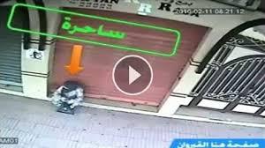 رجل يشك بان منزله مسحور فوضع كاميرات مراقبة على باب المنزل فاكتشف المفاجاة