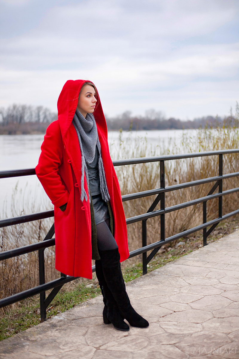 Loose army green cardigan and the red coat