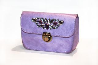 Bolso de fiesta lila con pedrería