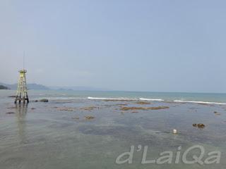 pemandangan ke arah laut dari ujung dermaga (1)