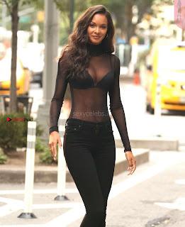 Lais-Ribeiro-Victorias-Secret-Offices-in-New-York-07+%7E+SexyCelebs.in+Exclusive.jpg
