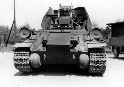 Чехословацкие ЗСУ на базе Т-34-85 с пушкой R10 - вид с кормы