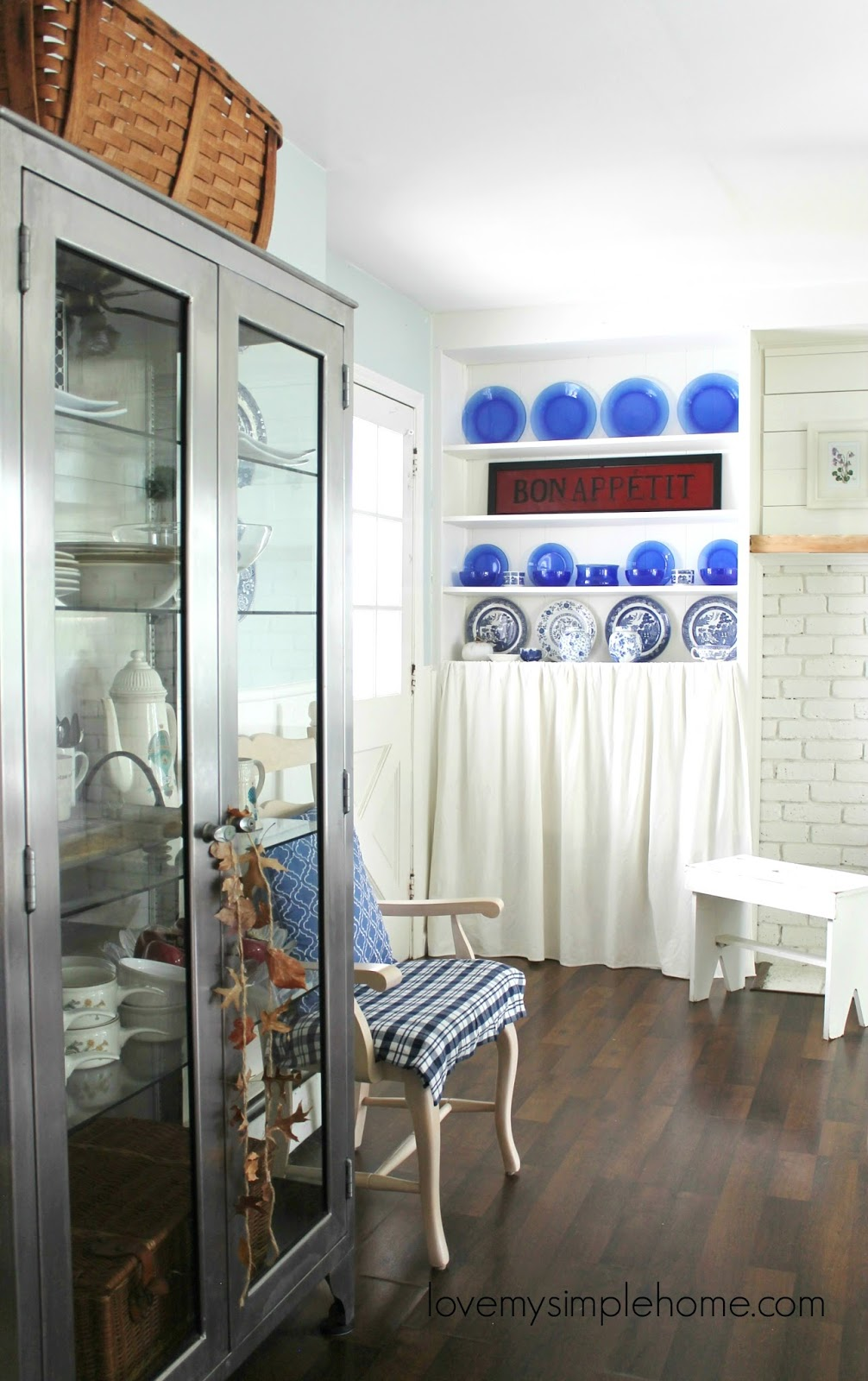 minimal fall decorating using blue and white | Love My ...
