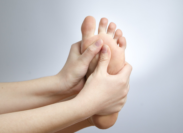 Diabetic Nerve Pain in Feet, Symptoms and treatments