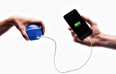 Генератор не потрібно заряджати — енергія виробляється при обертанні і накопичується всередині пристрою