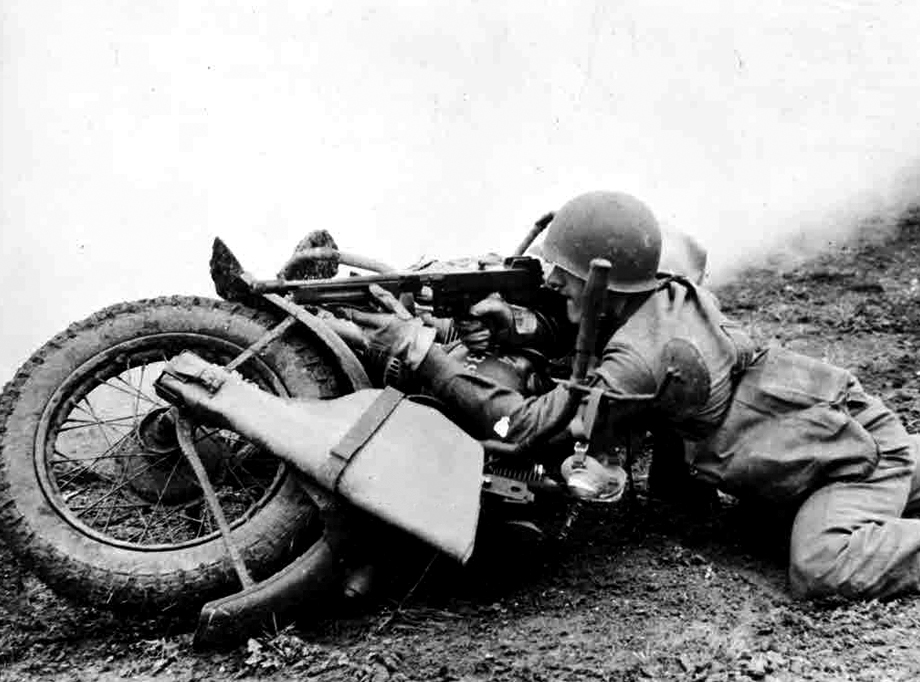 red-ace-normandy-vehicle-harley-davidson-wla.jpg