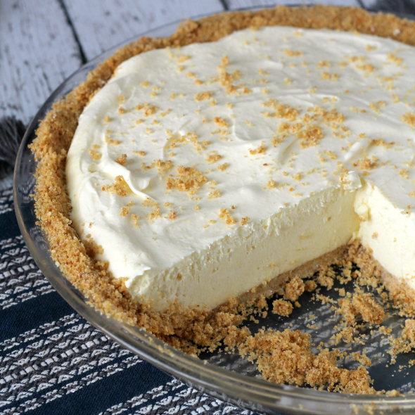 Super easy Lemonade Pie - the pie of the summer!