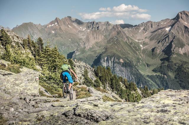 Trail mit mega Aussicht am Brenner Foto Shooting Europahütte MTB