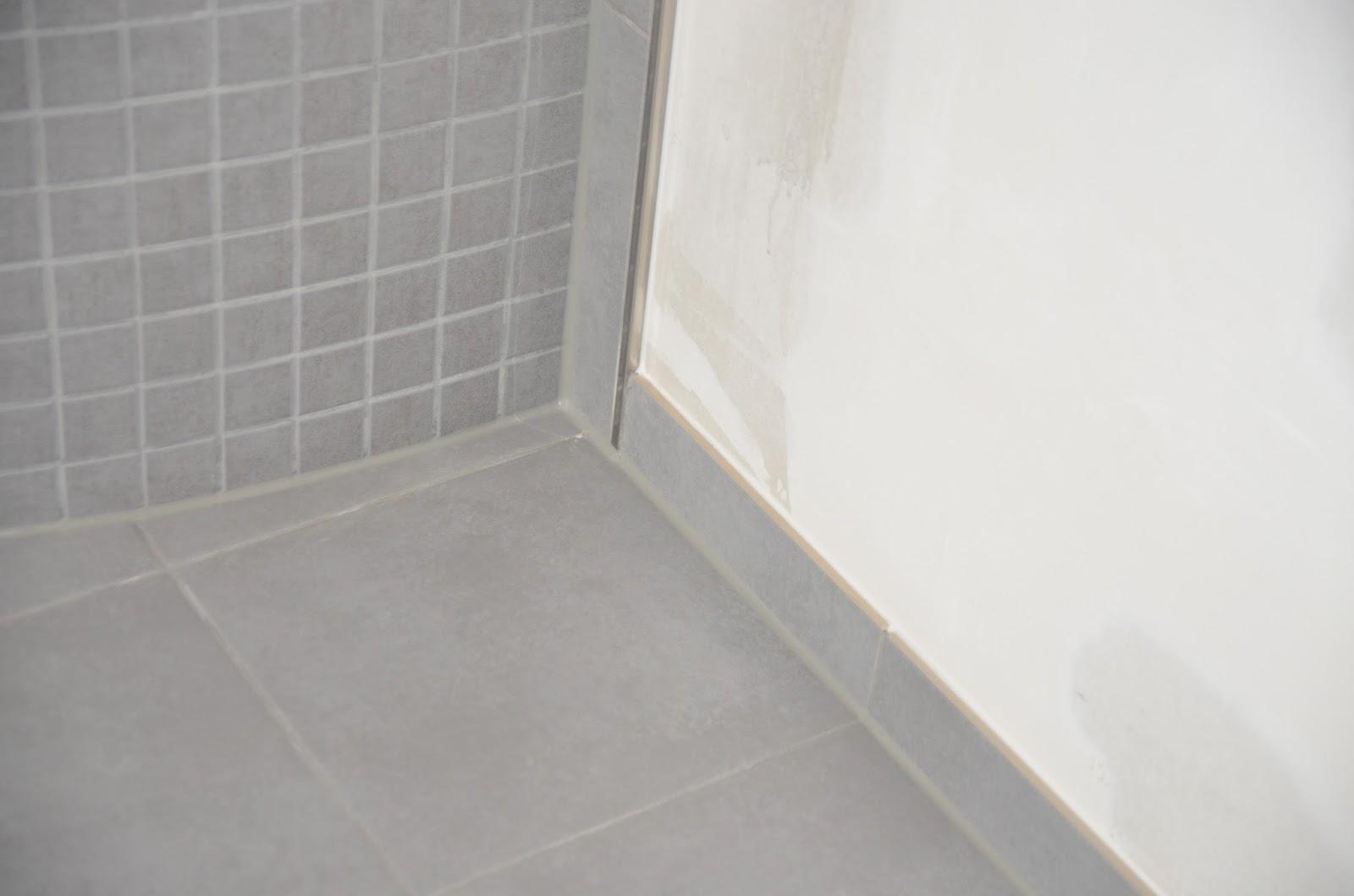 unser okal haus fliesen im badezimmer teil 3. Black Bedroom Furniture Sets. Home Design Ideas