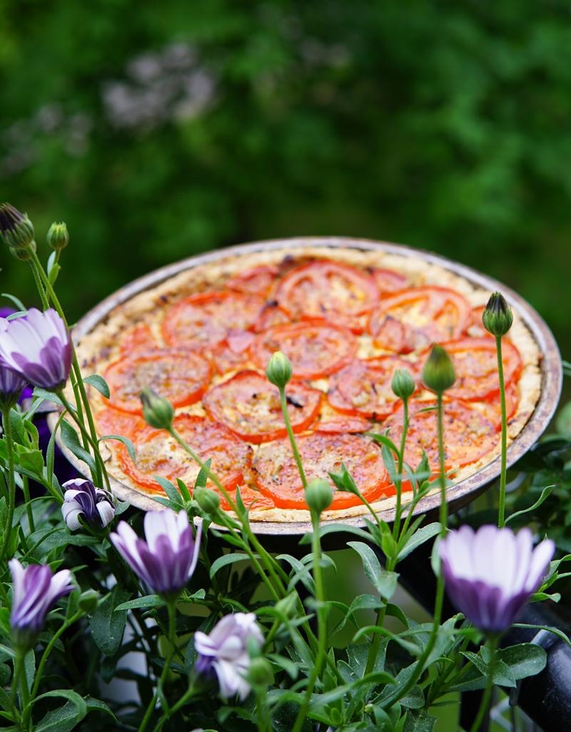 tomaattipiiras, tomaattipiirakka, Jukolan juusto