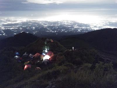 https://anbusenja.blogspot.com/2019/05/pendakian-gunung-andong-via-pendem.html