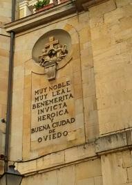 Unas palabras en la pared del Ayto. de Oviedo