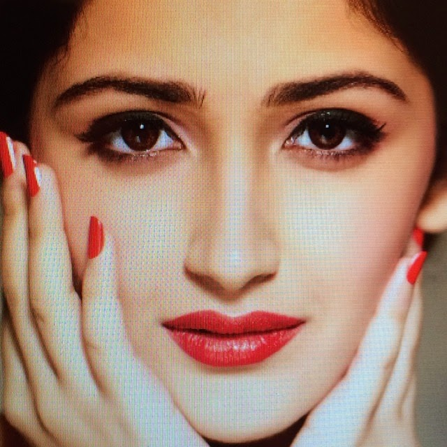 love , red , fa vo ur it e ,, Actress Sayesha Saigal Hot Face Close Up Pics, Selfie Images