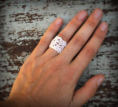 купить широкое ажурное кольцо ручной работы из бисера интернет магазин авторской бижутерии необычного дизайна