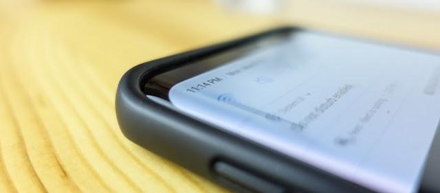 Sobreviveu? Galaxy S9 com capa é jogado de carro a quase 100 km/h