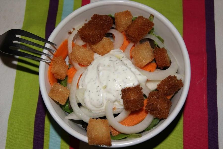 ensalada de melón con salsa de yogur griego