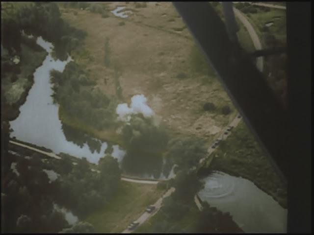 Συμμαχικά αεροσκάφη βομβαρδίζουν γερμανική γέφυρα