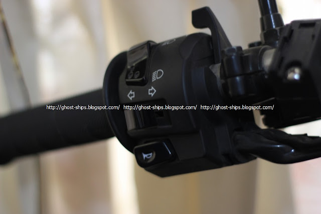 Posisi tombol klakson dan sen pada Kawasaki KLX