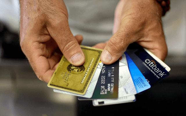 ما الفرق بين بطاقة السحب الآلي Debit Card وبطاقة الائتمان