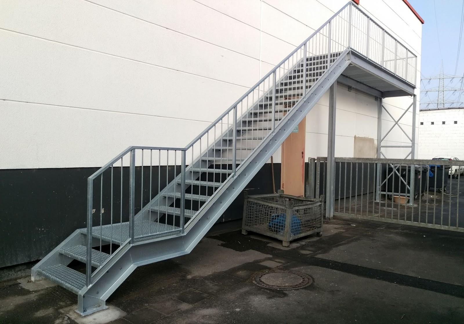industrietreppe stahl verzinkt gitterroste fr bel metallbau. Black Bedroom Furniture Sets. Home Design Ideas