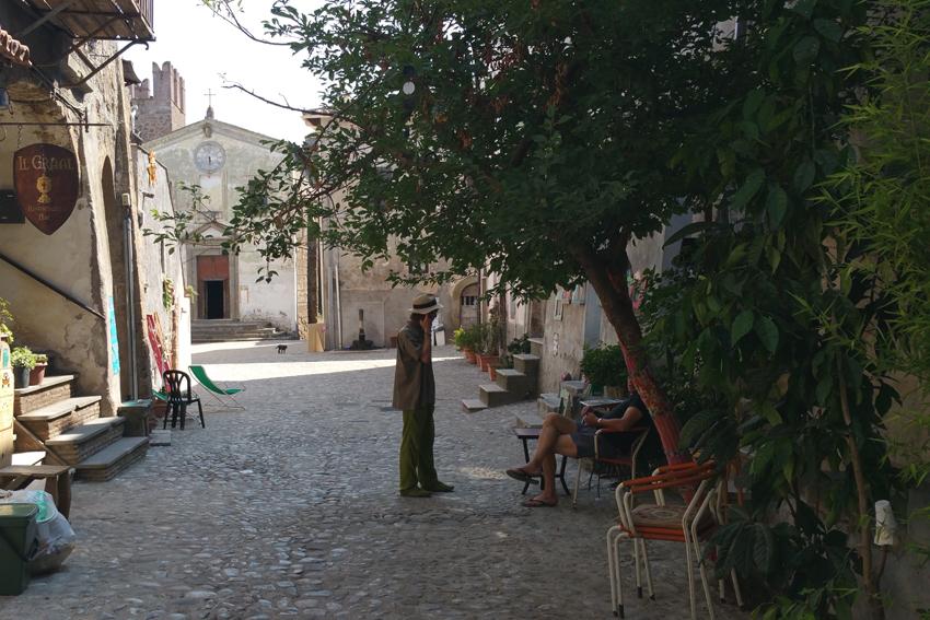 Calcata jest miasteczkiem artystów.