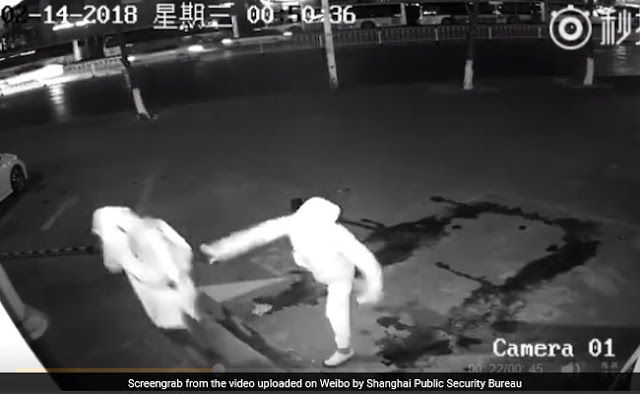 You will not see such a stupid thief! When Meri bricks give the partner before the flight, see the video