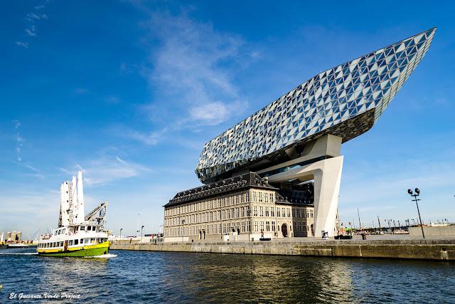 Edificio Zaha Hadid - Amberes por El Guisante Verde Project