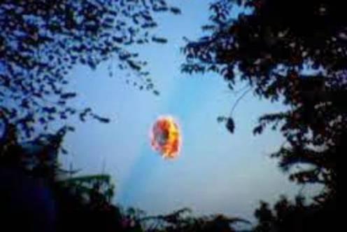 Misteri Pulung Gantung Fenomena Bola Cahaya Pembawa Kematian