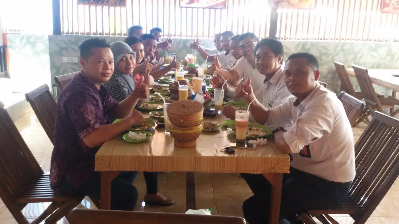 Daftar Rumah Makan Terfavorit Terkenal Di Bali 2016 Nasi Kotak E Voucher 200 Double Point Sticker Tiara Gatzu Monang Maning Toko Soputan Warung Ayam Betutu Bu Kadek Wati Jl Gatot Subroto