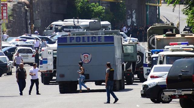 Reféns em Yerevan, Armênia - MichellHilton.com