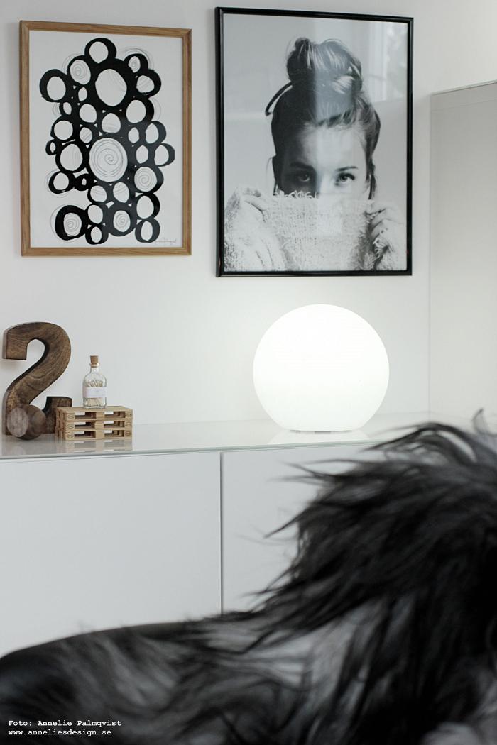 annelies design, fårskinn, skinn, fäll, isländskt, isländska, ljusboll, moodlite, tavlor, svart och vitt, svartvit, svartvita, siffra, eldstickan, tändstickor i flaska, lastpall, lastpallar, tavelvägg, posters, modell, cirklar,