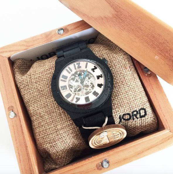 Een houten horloge van Jord
