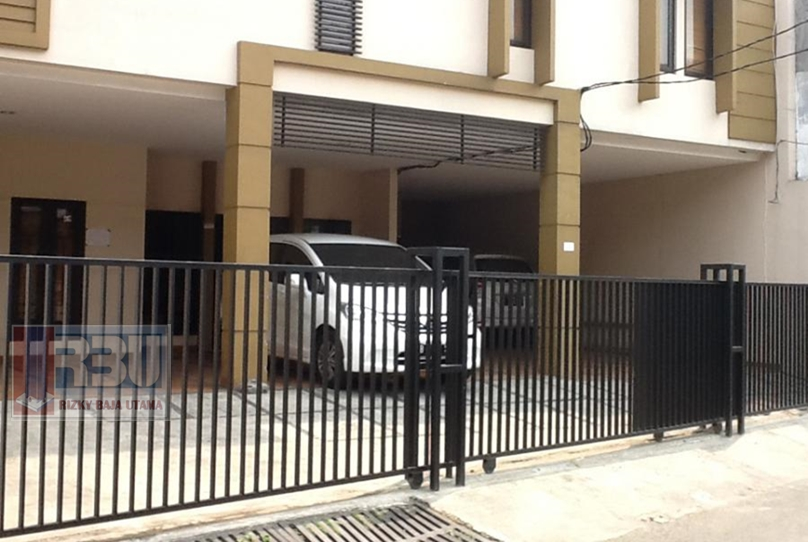 Pintu Pagar Minimalis Rumah Kos Arteri Pondok Indah