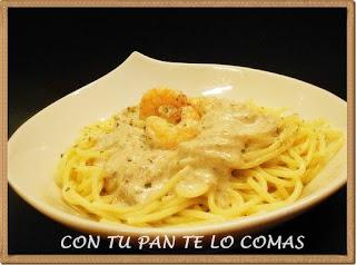 Espaguetis con salsa de setas y langostinos