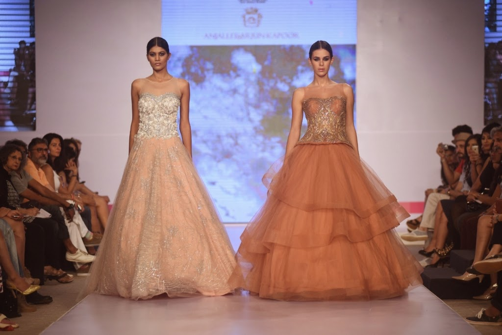 d09e5846af OPENING DAY THREE AT INDIA BEACH FASHION WEEK 2015 ANJALLEE AND ARJUN  KAPOOR GAVE DESTINATION BEACH BRIDAL WEAR A NEW FASHIONABLE DIMENSION