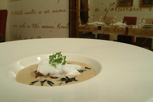 Foie gras in sos de ciuperci