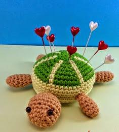 http://varetasyjaretas.blogspot.com.es/2014/10/patron-gratis-tortuga-en-crochet.html