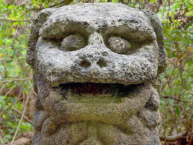 Tomori Lion, Yaese, Okinawa, stone statue