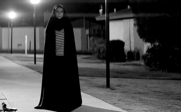 film horor terbaik A GIRL WALKS HOME ALONE AT NIGHT
