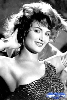 نجوى فؤاد (Nagwa Fouad)، راقصة شرقية وممثلة مصرية، من مواليد يوم 6 يناير 1943 في الإسكندرية ـ مصر.