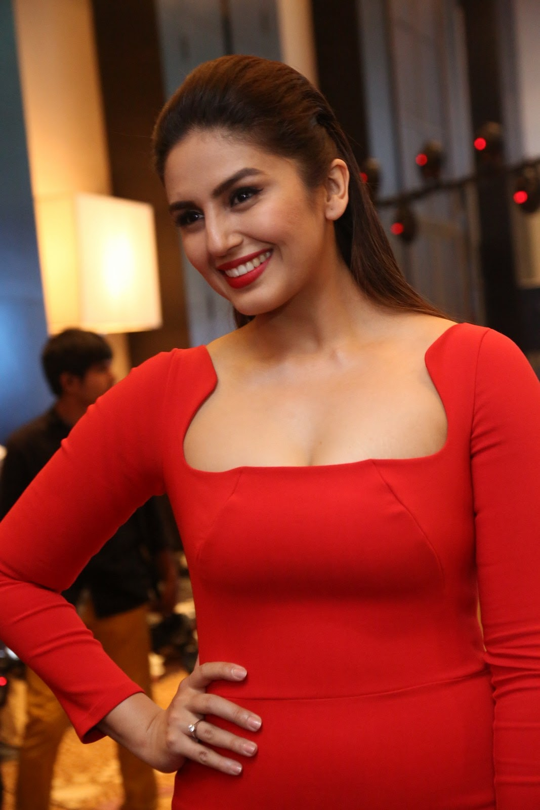 Latest Images of Huma Qureshi New Stills Hot Gallery ...