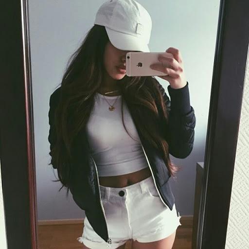 garota tira self com estilo